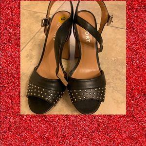 Just In! Sexy Report black high heels!